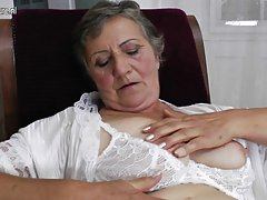 Stara babica s lačen kosmato pizdo stare